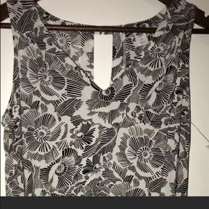 Old Navy Key Hole Back Flower Black & White Tank